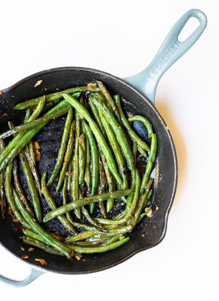 sesame miso green bean on a plate in a cast iron skillet